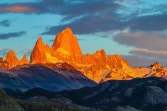Blodröd solnedgång fotografering för bildbyråer