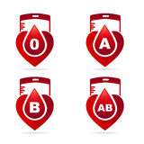 Blodtyp Idérika blodgrupper som visar i hjärtor, formar med vektor illustrationer