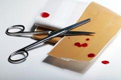 Bloed, weg en schaar, nodig eerste hulp Royalty-vrije Stock Foto's