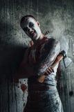 Bloedige clown-maniak met bijl Stock Afbeeldingen