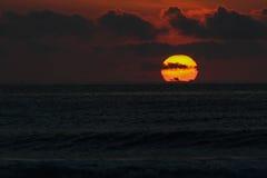 Bloedige Donkere Zonsondergang - Bali, Indonesië Stock Foto