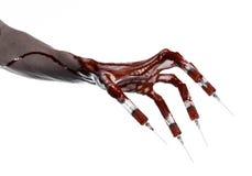 Bloedige hand met spuit op de vingers, tenen spuiten, handspuiten, afschuwelijke bloedige hand, Halloween-thema, zombie witte art Stock Fotografie