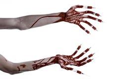 Bloedige hand met spuit op de vingers, tenen spuiten, handspuiten, afschuwelijke bloedige hand, Halloween-thema, zombie witte art Royalty-vrije Stock Fotografie
