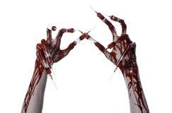 Bloedige hand met spuit op de vingers, tenen spuiten, handspuiten, afschuwelijke bloedige hand, Halloween-thema, zombie witte art Stock Afbeelding