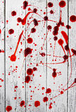 Bloedige vlekken op oude houten achtergrond stock foto