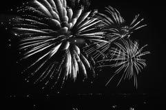 Bloeiend en bespattend vuurwerk Royalty-vrije Stock Afbeeldingen