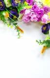 Bloeiende Boeketbloemen op witte achtergrond Royalty-vrije Stock Afbeeldingen