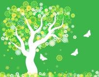 Bloeiende Boom in de lente met vlinders Royalty-vrije Stock Afbeeldingen