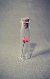 Bloem in een glaskruik wijnoogst royalty-vrije stock foto