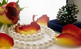 Bloem en juwelen stock afbeeldingen