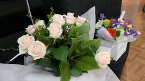 Bloem en kaars voor een begrafenis wordt gebruikt die stock afbeeldingen