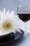 Bloem en rode wijn Stock Foto's