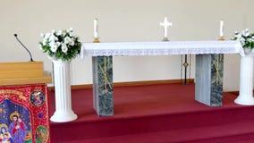 Bloem & kaars die voor een begrafenis wordt gebruikt stock video