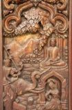 Bloem in traditioneel Thais stijlhoutsnijwerk Royalty-vrije Stock Foto's