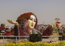 Bloembed als cijfer van een vrouw in de Mirakeltuin Stock Fotografie