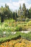 Bloembedden en rozentuin in nikitsky botanische tuin Royalty-vrije Stock Afbeeldingen