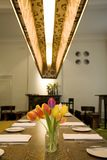 Bloemen in aardig restaurant Royalty-vrije Stock Afbeeldingen