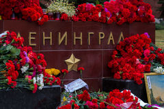 Bloemen als teken van het rouwen voor de doden Royalty-vrije Stock Afbeeldingen