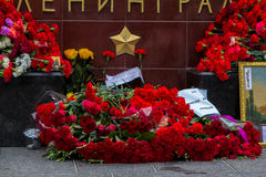 Bloemen als teken van het rouwen voor de doden Stock Foto