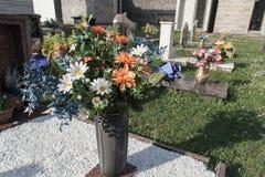 Bloemen in begraafplaats Royalty-vrije Stock Afbeelding