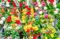 Bloemen bij een winkel Stock Fotografie