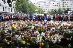 Bloemen buiten kerk in Oslo na verschrikking 3 stock fotografie