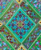 Bloemen ceramisch verfraait in Thaise stijl Stock Afbeeldingen
