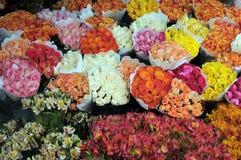Bloemen in de bloemmarkt Stock Foto's
