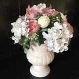 Bloemen in de vaas stock afbeelding