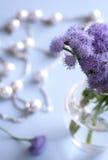 Bloemen in de vaas Royalty-vrije Stock Afbeeldingen