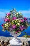 Bloemen in een grote vaas Stock Fotografie