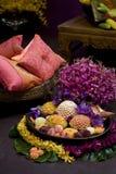 Bloemen in een stillevensettin Royalty-vrije Stock Foto's
