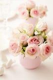 Bloemen in een vaas Stock Foto