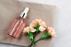 Bloemen en aromaolie stock afbeelding