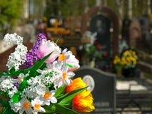 Bloemen en begraafplaats Royalty-vrije Stock Fotografie