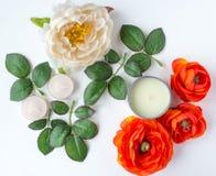 Bloemen en bladeren met kaarsen Stock Foto