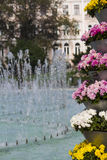 Bloemen en fontein, Sofia, Bulgarije Stock Fotografie