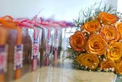 Bloemen en giften Royalty-vrije Stock Foto