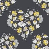 Bloemen en harten in hartvorm patetrn op dark Royalty-vrije Stock Foto