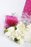 Bloemen en kaars stock afbeeldingen