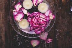 Bloemen en Kaarsen Stock Afbeelding