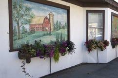 Bloemen en muurschilderij Royalty-vrije Stock Foto