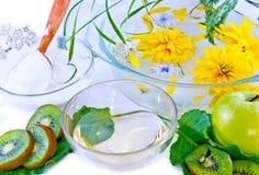 Bloemen, fruit, olie en zure room Royalty-vrije Stock Fotografie