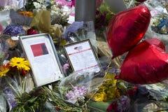 Bloemen in geheugen aan een terroristische aanslag in Londen Royalty-vrije Stock Foto