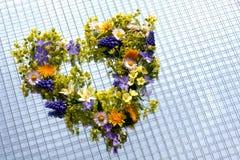 Bloemen in hartvorm Stock Afbeeldingen