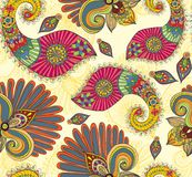 Bloemen helder naadloos patroon met krabbelbloemen en Paisley Stock Fotografie