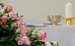 Bloemen klaar voor de begrafenisdienst stock afbeelding