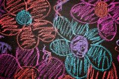 Bloemen in krijt worden getrokken dat stock foto