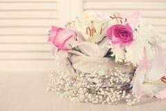 Bloemen in mand royalty-vrije stock afbeelding