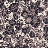 Bloemen naadloos patroon met abstracte bladeren, bloemen, petunia, papavers en madeliefjes in schaduwen van roze, taupe, zwarte e vector illustratie